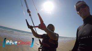 Ecole kitesurf Quiberon : le premier cours de pilotage avec un vrai kite et dans l'eau rapidement